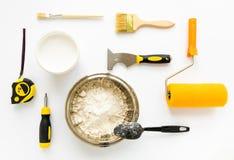 Σύνολο κατασκευής επισκευής σπιτιών και εξοπλισμού ζωγραφικής στο άσπρο υπόβαθρο Επίπεδος βάλτε Στοκ φωτογραφία με δικαίωμα ελεύθερης χρήσης