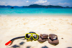 Σύνολο κολύμβησης με αναπνευστήρα και παπούτσι λουριών στοκ εικόνες