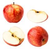 Σύνολο κόκκινης Apple μισό και κομματιού σε ένα λευκό απομονωμένος Στοκ εικόνα με δικαίωμα ελεύθερης χρήσης