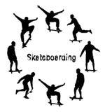 Σύνολο μαύρων σκιαγραφιών skateboarder Κατασκευασμένο κείμενο ύφους Grunge διανυσματική απεικόνιση