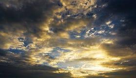 Σύνολο ουρανού λυκόφατος με το σύννεφο Στοκ φωτογραφία με δικαίωμα ελεύθερης χρήσης