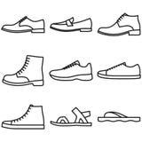 Σύνολο περιγραμμένων παπούτσια εικονιδίων των ατόμων στο άσπρο υπόβαθρο ελεύθερη απεικόνιση δικαιώματος