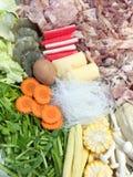 Σύνολο πολλοί ακατέργαστα τρόφιμα για το sukiyaki Στοκ εικόνες με δικαίωμα ελεύθερης χρήσης
