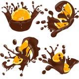 Σύνολο ρεαλιστικών παφλασμών σοκολάτας με το πορτοκάλι που απομονώνονται στο άσπρο υπόβαθρο επίσης corel σύρετε το διάνυσμα απεικ διανυσματική απεικόνιση
