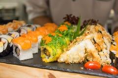 Σύνολο ρόλου σουσιών και maki - ιαπωνικό ύφος τροφίμων Στοκ Εικόνες