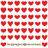 Σύνολο σαράντα τέσσεριών διαφορετικών κόκκινων καρδιών, που απομονώνεται στο λευκό 10 eps ελεύθερη απεικόνιση δικαιώματος
