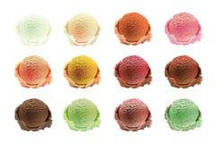 Σύνολο σεσουλών παγωτού διαφορετικών χρωμάτων και γεύσεων με τη διακόσμηση μούρων, καρυδιών και φρούτων που απομονώνεται στο άσπρ Στοκ Φωτογραφία