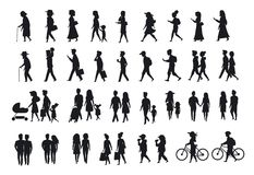 Σύνολο σκιαγραφιών περπατήματος ανθρώπων η διαφορετική παραγωγή ηλικίας οικογενειακών ζευγών, γονέων, ανδρών και γυναικών περπατά απεικόνιση αποθεμάτων
