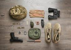 Σύνολο στρατιωτικών μποτών εξοπλισμού και αγώνα στοκ εικόνες
