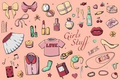 Σύνολο συρμένης χέρι απεικόνισης μόδας προτύπων με την ουσία κοριτσιών Σύνολο ιματισμού, κοσμήματος, καλλυντικών, δώρων και ειδυλ ελεύθερη απεικόνιση δικαιώματος