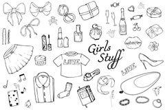 Σύνολο συρμένης χέρι απεικόνισης μόδας προτύπων με την ουσία κοριτσιών Σύνολο ιματισμού, κοσμήματος, καλλυντικών, δώρων και ειδυλ διανυσματική απεικόνιση