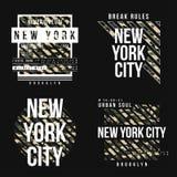Σύνολο σχεδίου μπλουζών στο στρατιωτικό ύφος στρατού με τη σύσταση κάλυψης Τυπογραφία πόλεων της Νέας Υόρκης με το σύνθημα απεικόνιση αποθεμάτων