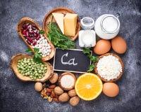 Σύνολο τροφίμων που είναι πλούσιο σε ασβέστιο στοκ εικόνες με δικαίωμα ελεύθερης χρήσης
