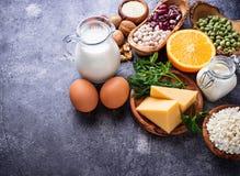 Σύνολο τροφίμων που είναι πλούσιο σε ασβέστιο στοκ φωτογραφία με δικαίωμα ελεύθερης χρήσης