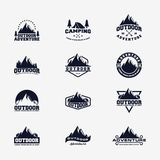 Σύνολο υπαίθριου σχεδίου λογότυπων περιπέτειας απεικόνιση αποθεμάτων