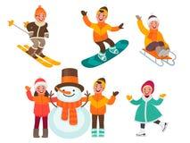 Σύνολο χαρακτήρων παιδιών ` s Τα παιδιά φορμάρουν έναν χιονάνθρωπο, ένα σαλάχι πάγου γύρου, ένα σκι, ένα έλκηθρο και ένα σνόουμπο διανυσματική απεικόνιση