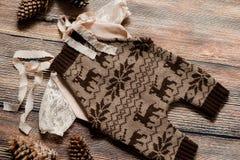 Σύνολο Χριστουγέννων ενδυμάτων για έναν βλαστό φωτογραφιών ενός νεογέννητου Στοκ φωτογραφία με δικαίωμα ελεύθερης χρήσης