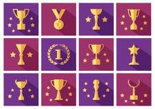 Σύνολο χρυσών βραβείων και εικονιδίων φλυτζανιών με τα αστέρια r διανυσματική απεικόνιση