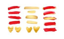 Σύνολο χρυσών και κόκκινων κτυπημάτων που απομονώνονται στο άσπρο υπόβαθρο Σφαίρα κραγιόν που λεκιάζεται Όμορφα κατασκευασμένα κτ στοκ εικόνα