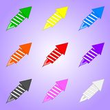 Σύνολο χρωματισμένων πυροτεχνημάτων που απομονώνεται στο ιώδες υπόβαθρο Στοιχείο διακοπών Διανυσματική απεικόνιση για το σχέδιό σ διανυσματική απεικόνιση