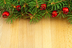Σύνορα Χριστουγέννων με τα κόκκινα μούρα Στοκ φωτογραφία με δικαίωμα ελεύθερης χρήσης