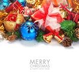 Σύνορα Χριστουγέννων με τη διακόσμηση και το παρόν Στοκ εικόνες με δικαίωμα ελεύθερης χρήσης