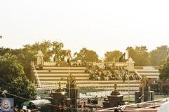 ΣΎΝΟΡΑ WAGHA, AMRITSAR, PUNJAB, ΙΝΔΊΑ - ΤΟΝ ΙΟΎΝΙΟ ΤΟΥ 2017 Οι άνθρωποι σύλλεξαν στο χαμήλωμα της τελετής σημαιών Του καθημερινοί στοκ εικόνες