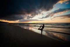 Σύνοδος γιόγκας παραλιών από τη θάλασσα στιλβωτικής ουσίας Στοκ Φωτογραφίες