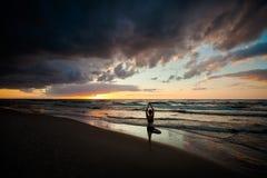 Σύνοδος γιόγκας παραλιών από τη θάλασσα στιλβωτικής ουσίας Στοκ Εικόνες