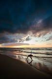 Σύνοδος γιόγκας παραλιών από τη θάλασσα στιλβωτικής ουσίας Στοκ εικόνα με δικαίωμα ελεύθερης χρήσης