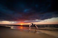 Σύνοδος γιόγκας παραλιών από τη θάλασσα στιλβωτικής ουσίας Στοκ φωτογραφία με δικαίωμα ελεύθερης χρήσης