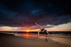 Σύνοδος γιόγκας παραλιών από τη θάλασσα στιλβωτικής ουσίας Στοκ φωτογραφίες με δικαίωμα ελεύθερης χρήσης