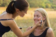 Σύνοδος Makeup στη φύση Στοκ φωτογραφίες με δικαίωμα ελεύθερης χρήσης