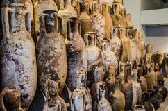 Σύνολο ένας από τους ρωμαϊκούς αμφορείς που διασώζονται στα αιολικά νησιά στοκ εικόνες