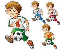 Σύνολο αγοριών που παίζουν το ποδόσφαιρο που απομονώνεται στο λευκό Ελεύθερη απεικόνιση δικαιώματος