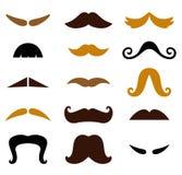 Σύνολο αναδρομικού ζωηρόχρωμου Mustaches που απομονώνεται στο λευκό Στοκ φωτογραφίες με δικαίωμα ελεύθερης χρήσης