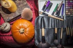 Σύνολο βουρτσών για το makeup με τα αντικείμενα αποκριών Στοκ φωτογραφία με δικαίωμα ελεύθερης χρήσης