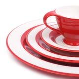 Σύνολο γευμάτων όμορφων κόκκινων πιάτων και φλυτζανιού Στοκ Φωτογραφίες