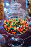 Σύνολο γυαλιού των χρωματισμένων πτώσεων σοκολάτας Στοκ Εικόνες