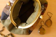 Σύνολο γυναικών ` s εξαρτημάτων μόδας στο χρυσό χρώμα Στοκ φωτογραφίες με δικαίωμα ελεύθερης χρήσης