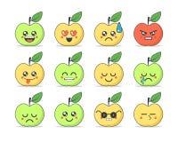 Σύνολο επίπεδων emoticons: χαριτωμένο μήλο κινούμενων σχεδίων με τις διαφορετικές συγκινήσεις Στοκ Εικόνες