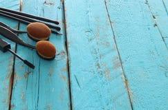 Σύνολο επαγγελματικών βουρτσών makeup στον ξύλινο πίνακα Στοκ εικόνες με δικαίωμα ελεύθερης χρήσης