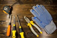 Σύνολο εργαλείων εργασίας στο ξύλινο υπόβαθρο Στοκ Εικόνες
