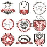 Σύνολο ετικετών εκπαιδευτικών κέντρων σκυλιών ελεύθερη απεικόνιση δικαιώματος