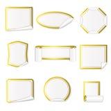 Σύνολο λευκού αυτοκόλλητων ετικεττών εγγράφου με τα χρυσά σύνορα διανυσματική απεικόνιση