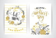 Σύνολο ευτυχών γράφοντας ευχετήριων καρτών ημέρας μητέρων με τα λουλούδια