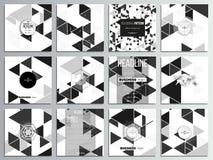 Σύνολο 12 δημιουργικών καρτών, τετραγωνικό σχέδιο προτύπων φυλλάδιων Τριγωνικό διανυσματικό σχέδιο Αφηρημένα μαύρα τρίγωνα στο λε Στοκ Εικόνες