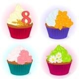 Σύνολο διαφορετικού yummy cupcake τέσσερα για τη διεθνή ημέρα γυναικών ` s με τα λουλούδια για το σχέδιό σας στο ύφος κινούμενων  Στοκ Φωτογραφίες