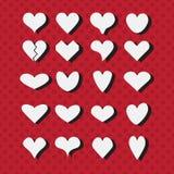 Σύνολο διαφορετικών άσπρων εικονιδίων μορφών καρδιών στο σύγχρονο κόκκινο διαστιγμένο υπόβαθρο απεικόνιση αποθεμάτων