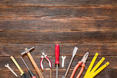 Σύνολο διαφορετικών εργαλείων εργασίας: κατσαβίδι, πένσες, σφυρί, πένσες Στοκ Εικόνες